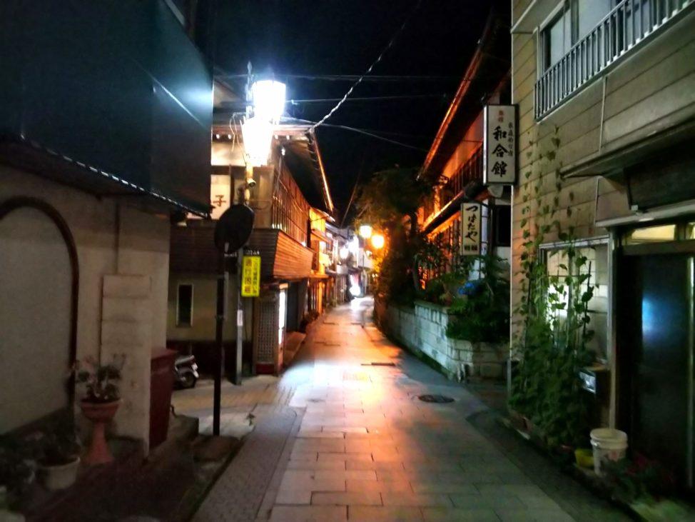 【夜の渋温泉は絶景】千と千尋の神隠しや街並みを堪能できる外湯巡り