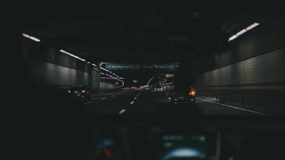 ドライブで高速道路を安く使う方法:深夜割引