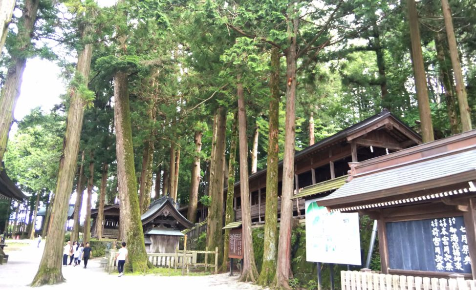 【諏訪大社と参道を観光してみた】長野県車中泊ドライブ旅行で上社本宮へ