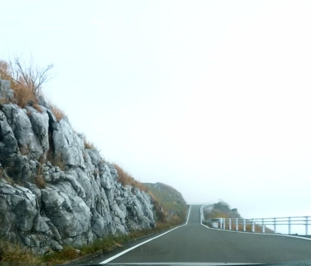 四国カルストの爽快な絶景を天空ドライブ【四国1周・車中泊の旅】