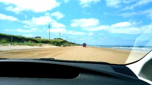 千里浜なぎさドライブウェイを車で走行