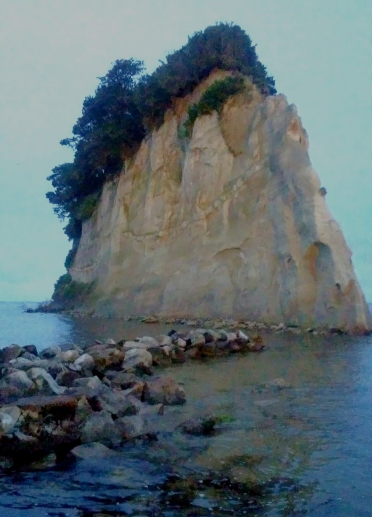 【能登半島の軍艦島】夜に訪れた不気味な見附島(石川県珠洲市)