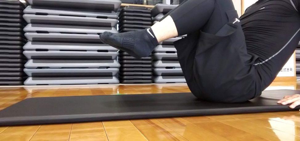 【ニートゥチェストのやり方】女性でも簡単!下腹部を効果的に鍛える方法