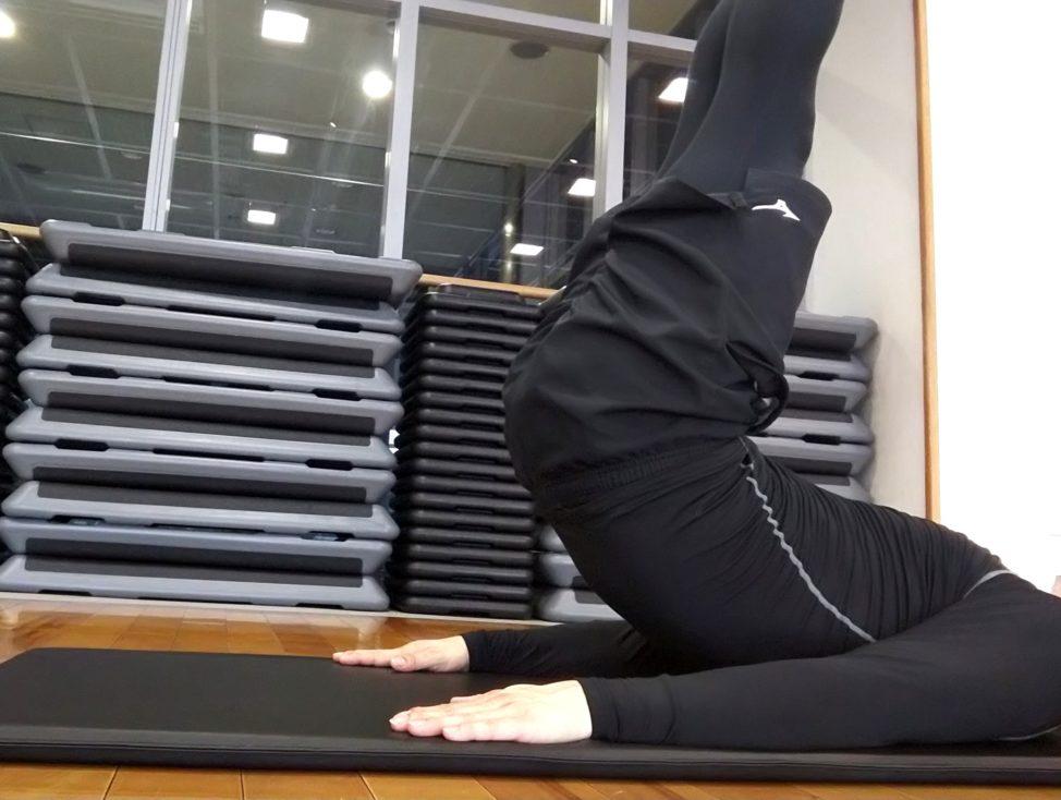 【レッグリフトの正しいやり方】下腹部を高強度で鍛えて効果的にお腹を引き締める方法